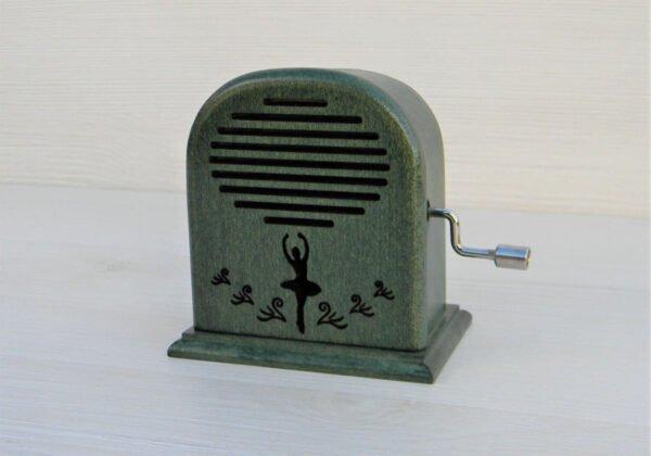 cutiuta-muzicala-lacul-lebedelor